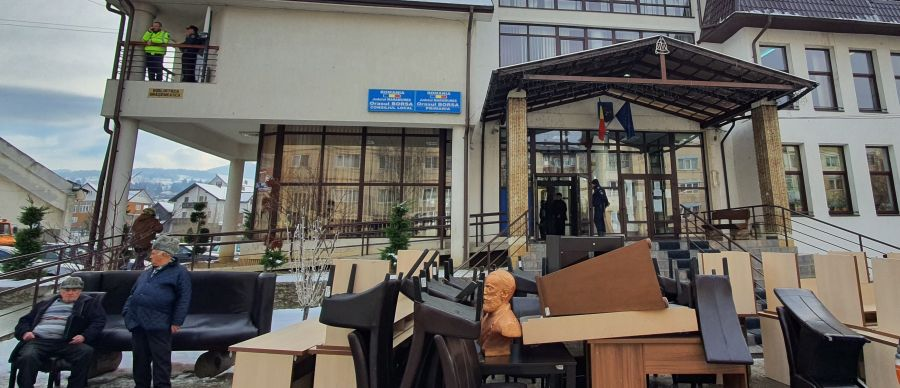 Sfidarea legii se plăteşte: bunurile Oraşului Borşa vȃndute la licitație publică!